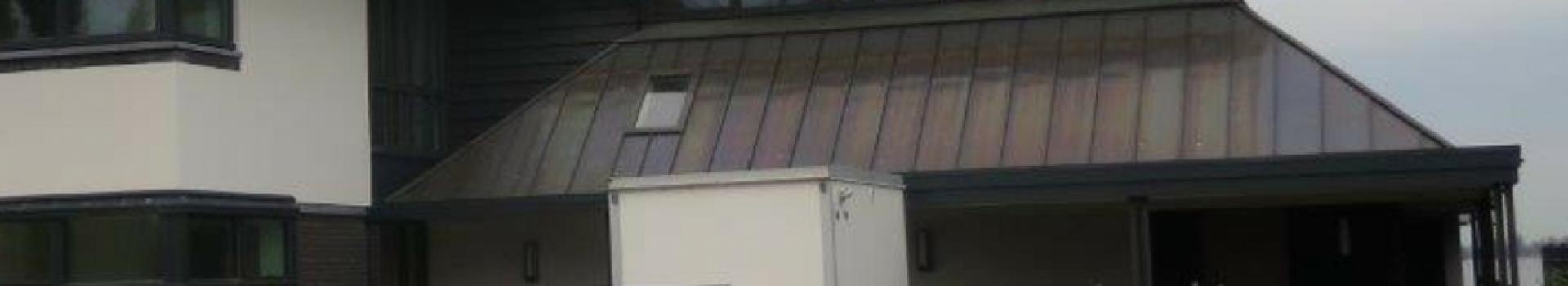 Woonhuis Breukelveen, Koper Tecu-Oxid in staande fels