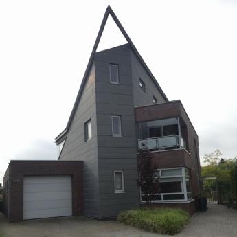 Woonhuis Zwaagdijk, zink in plankprofiel